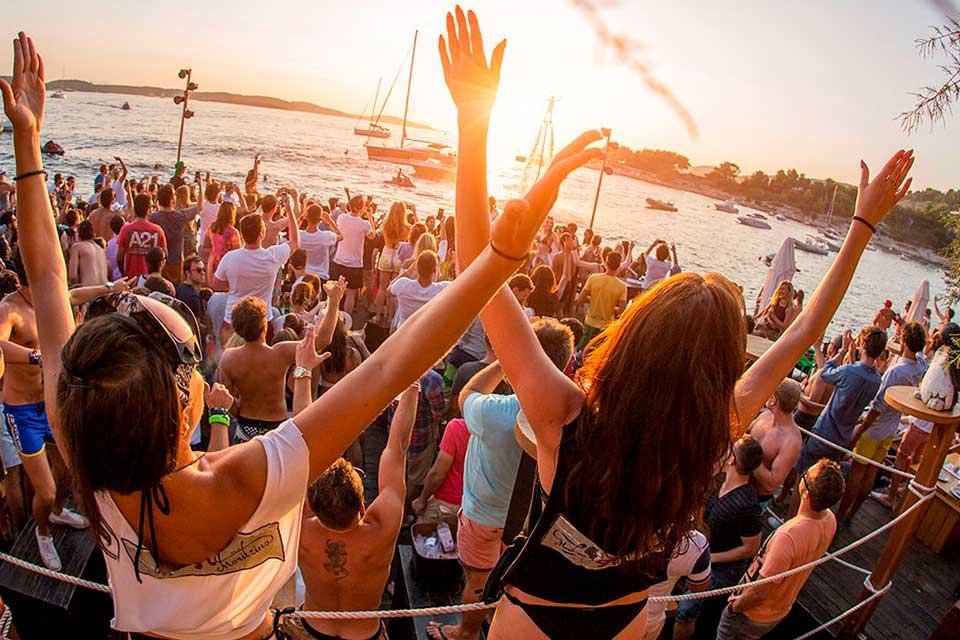 Despedidas de soltera en la playa Málaga